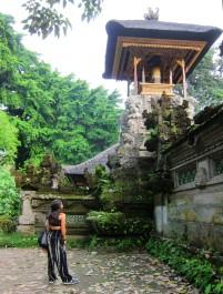 Guess what?... a temple! / Adivinen qué es esto? ... pues un templo!