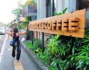 Happy after finding real (???) coffee (let's pretend it was a joke) (wasn't though). / Saltando de alegría por haber encontrado café de verdad (???) (asumamos que era broma... aunque no lo era).
