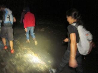 Starting the climb of Mount Batur at 3am / Empezando la trepada al Monte Batur a las 3am!.