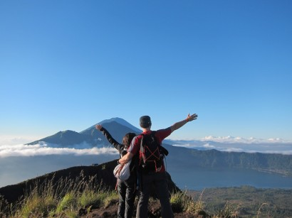 At the top of the world (at least of this small part of it) (very small... volcano in front is higher) / En la cima del mundo (al menos de esta partecita...el volcán de al frente es más alto).