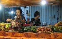 Market street food... to eat or not to eat? / Puesto de comida del mercado... comemos o qué?