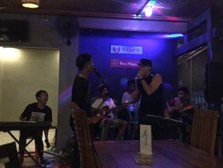 Taking the stage // Tomando por asalto el escenario.