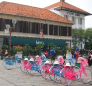 Rent your bike in the old city's square and feel like a true Dutch colonizer. // Alquile su bicicleta en la plaza y siéntase como un auténtico colonizador holandés.