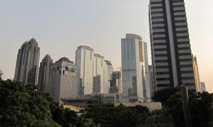 Jakarta's modern skyline. // La moderna Yakarta.