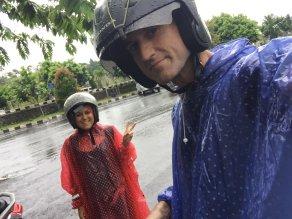 Wet and wild. // Nos cayó un poquito de agua.
