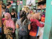 In the market, before cooking class. // En el mercado antes de la clase de cocina.