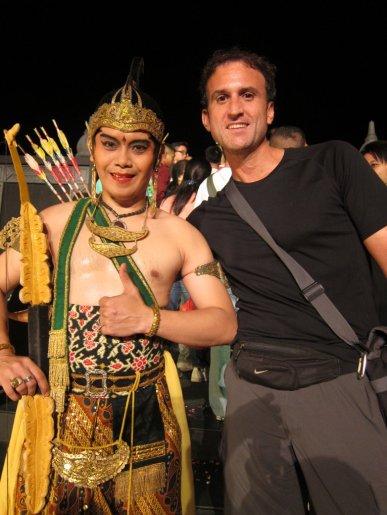 Sweaty Prince Rama after the play. // El sudado principe Rama, después de la obra.