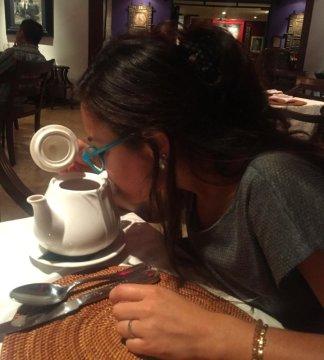 Wake up and smell the coffee. // Rico cafecito (o era té?).
