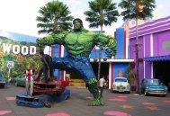 The UK against Batman and The Hulk. // El Reyno Unido contra Batman y Hulk.