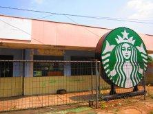 Most modern Starbucks ever. // El Starbucks más moderno de todos.