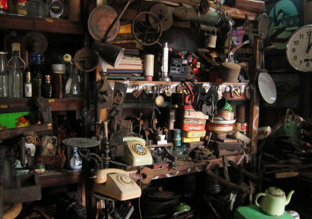Antiques' market. // Mercado de antigüedades.