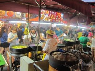 Night market... back to street food. // De vuelta a la comida callejera en los mercados nocturnos.