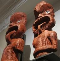 Wooden haka. // Guerreros Maorí.