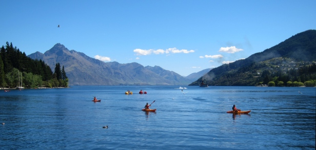 Queenstown lake. // Lago de Queenstown.
