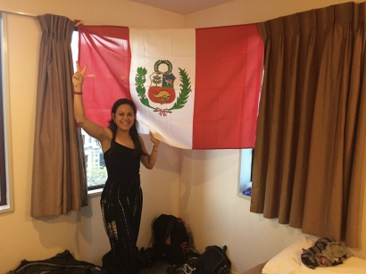 Managed to find a peruvian flag!. // Conseguimos una bandera!