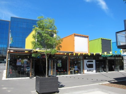 Containers to keep Christchurch running. // Contenedores para que la ciudad de Christchurch no pare.