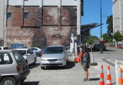 A lot of street art. // Arte callejero por todos lados.