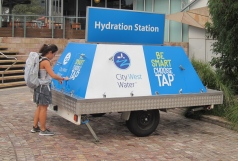 Water is always available in Australia. // Agua potable, siempre a la mano en Australia.