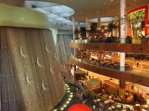 Dubai mall, at the feet of the Burj Khalifa. // El Dubai Mall, a los piés del Burj Khalifa.