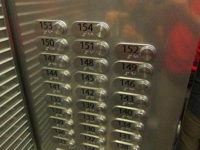 Which floor, mister? // A qué piso va?
