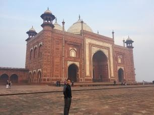 The mosque next to the Taj, part of the same complex. // La mezquita junto al Taj, parte del complejo.