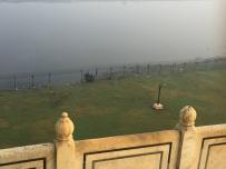 Fences and river behind the Taj. // Los cercos y el río, detrás del Taj.