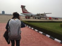 And we left agra from a military airport. // Y dejamos Agra desde un aeropuerto militar.