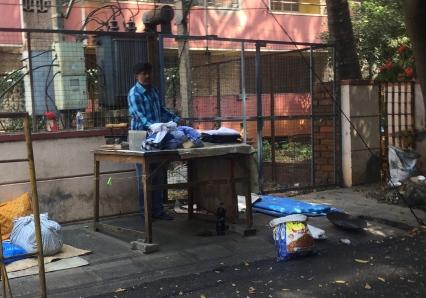 Street iron-man. // Planchador callejero.