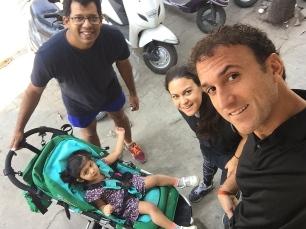 Taking little Meera for a ride. // Paseando a la pequeña.