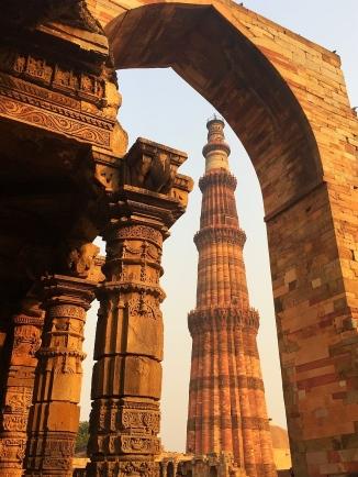 Qutub Minar, best ruin complex in Delhi. // El Qutub Minar, ruinas cerca de Delhi.