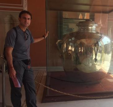 World's largest silver object, they claim. // Según ellos, el objeto de plata más grande del mundo.