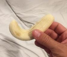 Look, I found a Nike banana. // Miren, me encontré un plátano Nike.