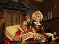 Kathakali, a typical dance/theater in Kerala. // El Kathakali, baile/teatro típico en Kerala.