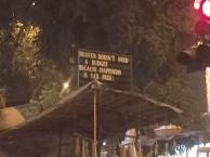 Deep philosophy in Mumbai. // Filosofía de la buena, en Mumbai.