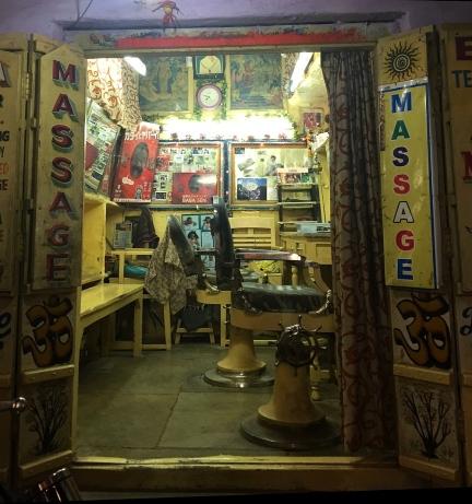 Pushkar coiffure. // Peluquería callejera.