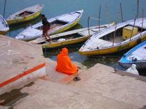 A meditating sadhu. // Un sadhu meditando.
