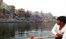 As viewd from the Ganga. // Visto desde el Ganges.