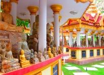 Many Buddhas. // Muchos Buddhitas.