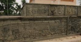 Genocide memorial. // Monumento de memoria al genocidio.