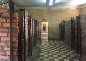 Old school became a prison. // Lo que fue un colegio se convirtió en prisión.