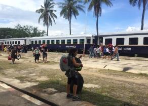 One of the few train lines in Cambodia. // Una de las pocas líneas de tren en Cambodia.
