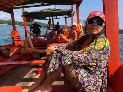 Going for some island-hopping, before settling in Koh Rong Samloen. // Paseando entre las islas, antes de quedarnos en Koh Rong Samloen.