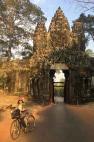 One of the doors to Angkor Thom complex. // Una de las puertas al complejo de Angkor Thom.