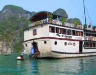 And this was our brand new vessel. // Nuestro crucero de estreno.