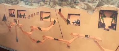 Cu Chi war tunnels, impressive. // Impresionante red de túneles de guerra.