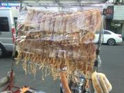 Dried squid, anyone? // Calamar seco, alguien?