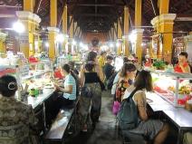 Searching for dinner at the market. // Buscando la cena en el mercado.