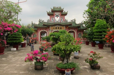 Many chinese temples and assembly houses in town. // Hay muchos templos y casas de asamblea chinos.