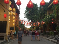 And more lanterns by day... // Más lámparas de día ...